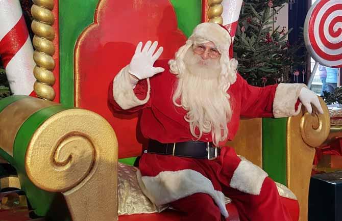 Immagini Santa Claus Natale.Montecatini Via La Casa Di Babbo Natale Si Inaugura Il